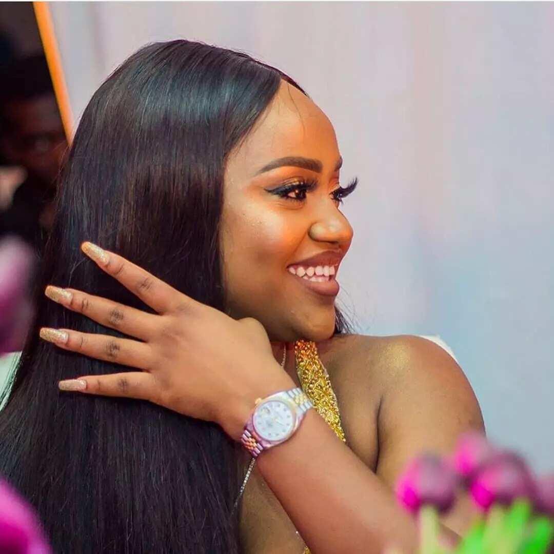 Chioma warns Nigerian lady trying to flirt with Davido (photo)