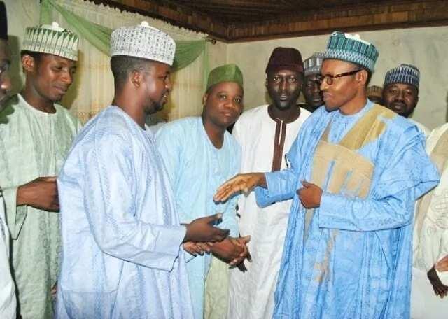 Matasa sun huro wuta Shugaba Buhari ya rage shekarun takara a Najeriya