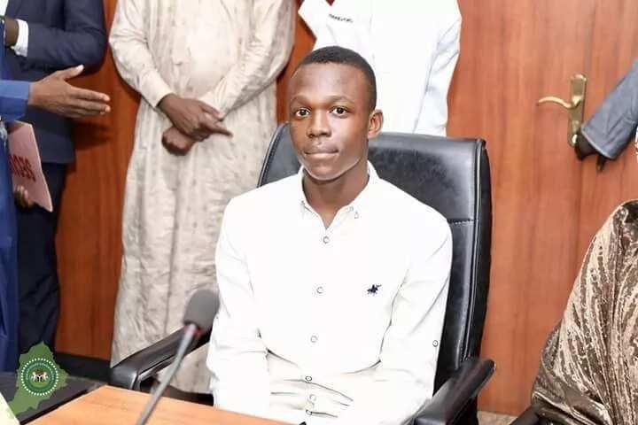 Gwamnan Borno ya kyautata ma dalibi da ya samu maki 364 a JAMB da N5,000,000