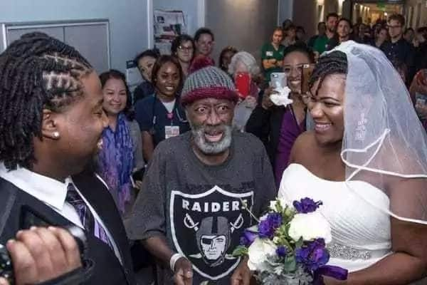 Beautiful lady holds surprise wedding in the hospital so her dad could attend