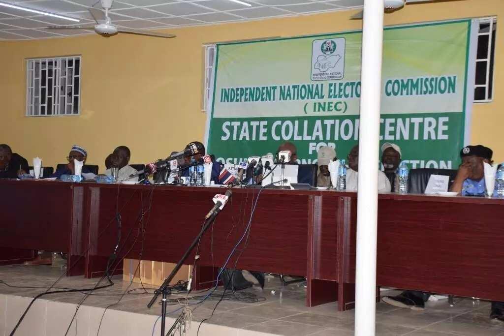 Zaben Osun: Ma'aikacin INEC ya gudu da sakamakon mazaba guda, sakamakon Osogb
