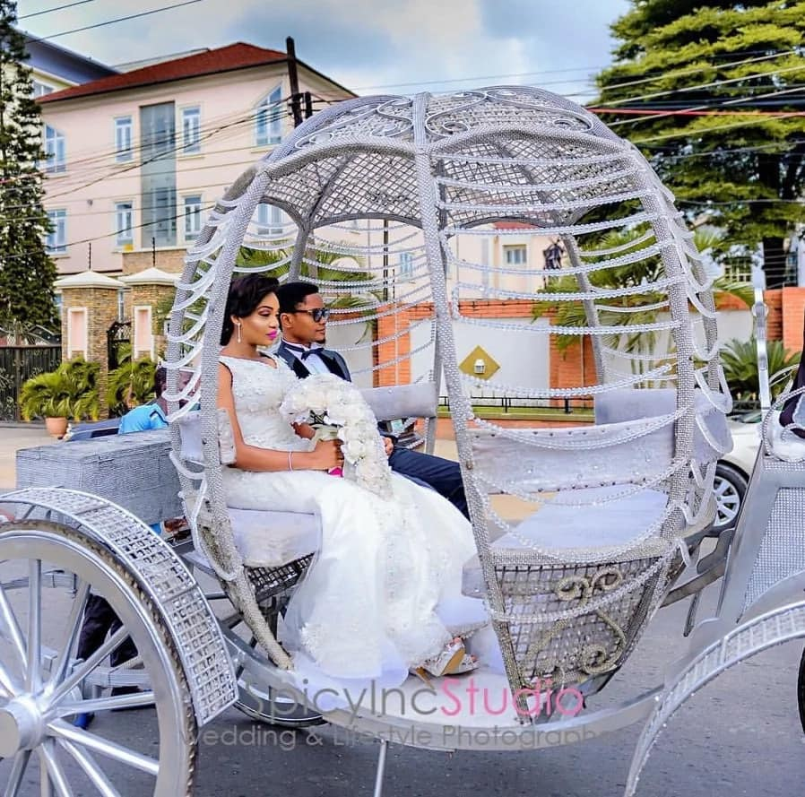 See this stunning Lagos couple in their horse carriage