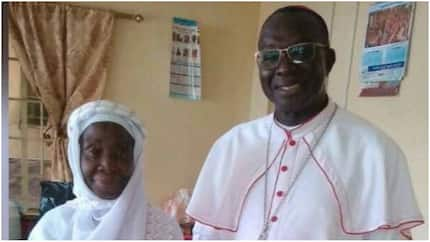 Catholic bishop poses with his devout Muslim mother, drives her home after Ramadan prayer (photo)