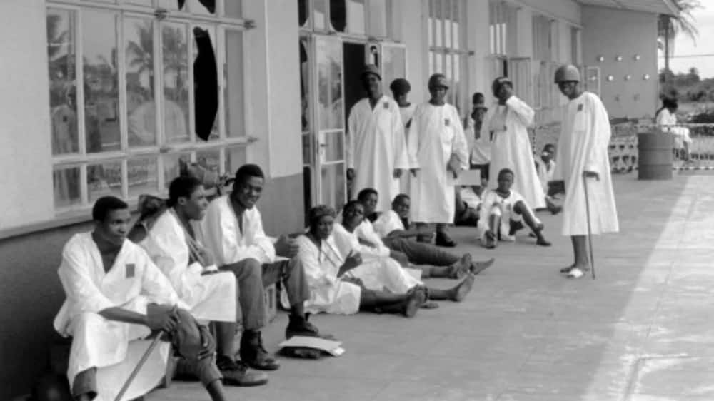 Here is a picture of wounded soldiers of the Nigerian Federal Army while waiting for a plane that will transport them to Port Harcourt for treatment