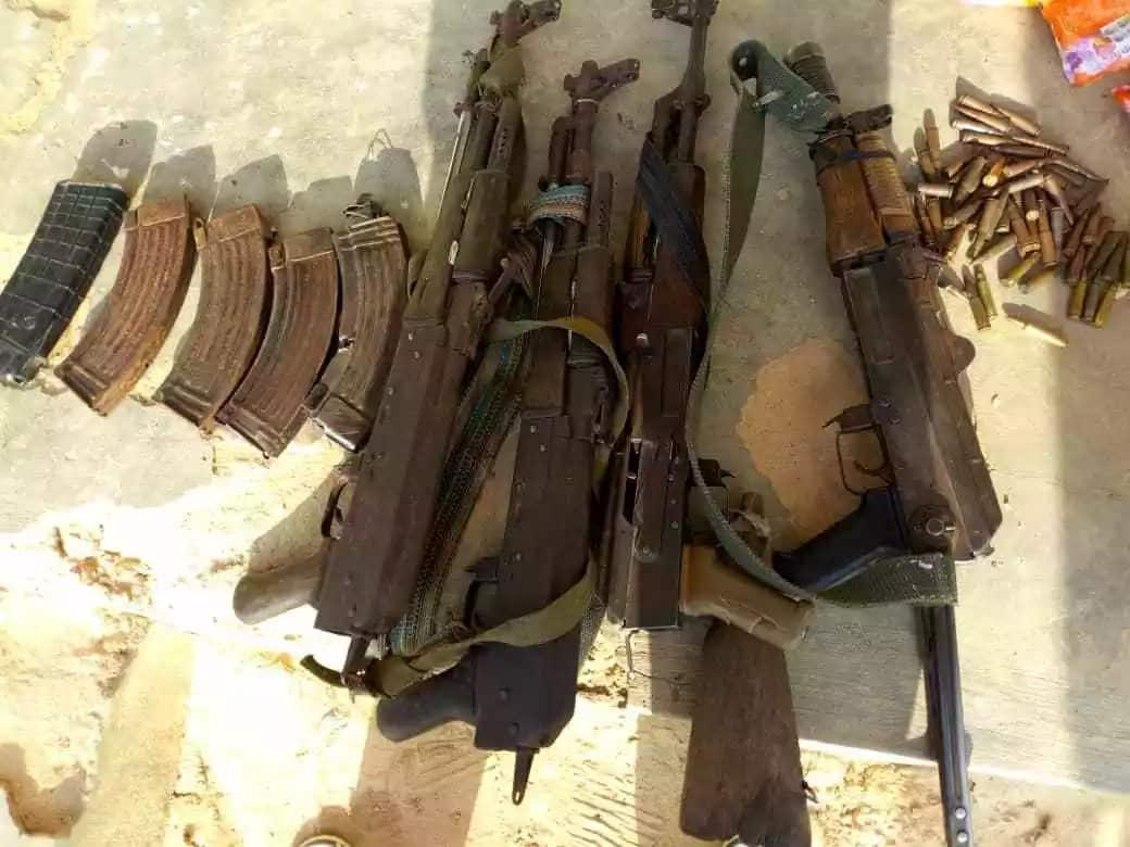 Guns and magazines recovered from the terrorists. Source: Twitter, Nigerian Army