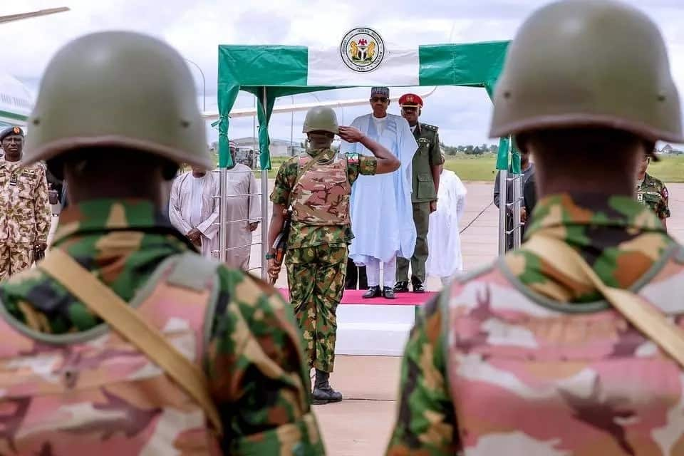 Buhari visits troops fighting bandits and kidnappers