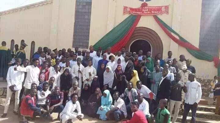Dalilin da yasa muka zazzagi Buhari a babban masallacin tarayya – Yan Shi'a