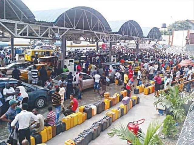 A crowd waiting to buy fuel