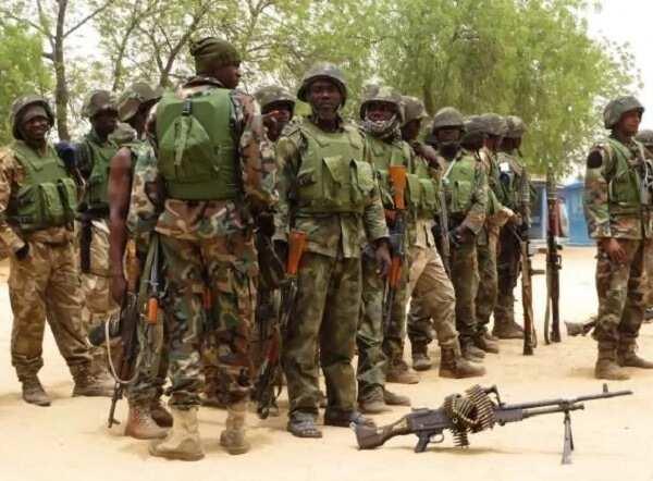 Wuya tayi wuya: 'Yan Boko Haram sun tsere sun bar wata yarinya Sojoji sun ceto ta
