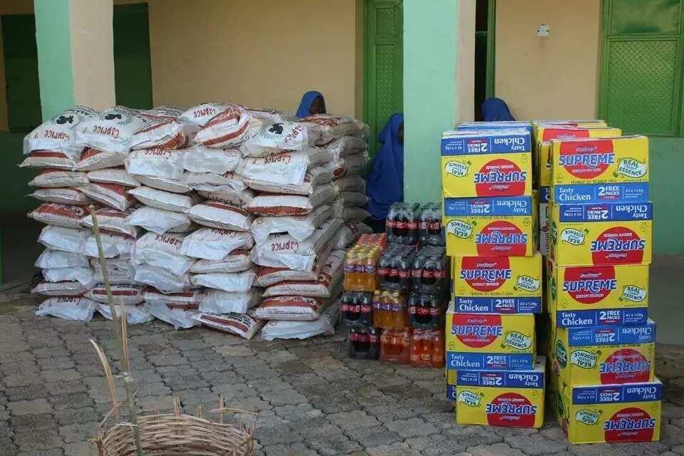 Yayan kirki: Ahmed Musa da Shehu Abdullahi sun baiwa marayu tallafin miliyan daya da buhu 100 na shinkafa