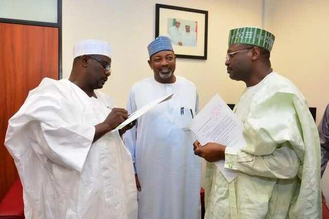 Hukumar INEC na shirin kona dukkan katin zaben da ba'a karba ba kafin zaben 2019