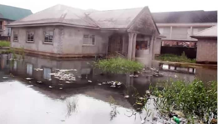 Floods consume Lekki road as Lagos, submerge houses in Bayelsa after downpour (video, photos)