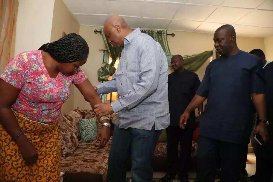 Bukola Saraki visits home of female Sergeant-at-Arms Officer who got injured during invasion of the Senate
