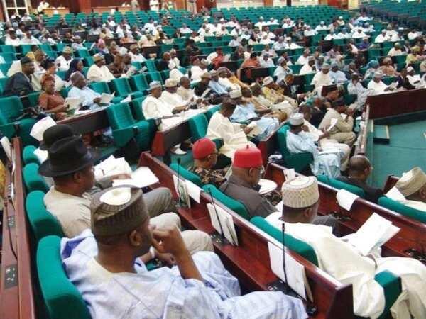 Kashe-kashe: Lokaci yayi da Buhari zai tattara ya bar ofis – 'Dan Majalisar APC