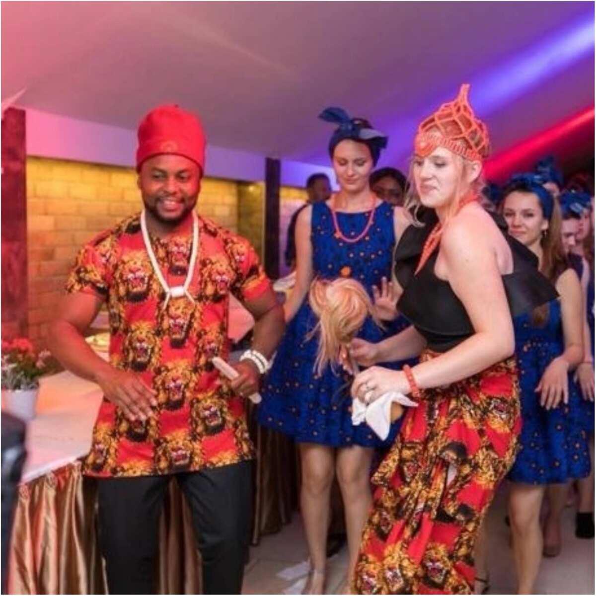Pretty Oyinbo bride weds Nigerian man in her Igbo traditional attire (photos)