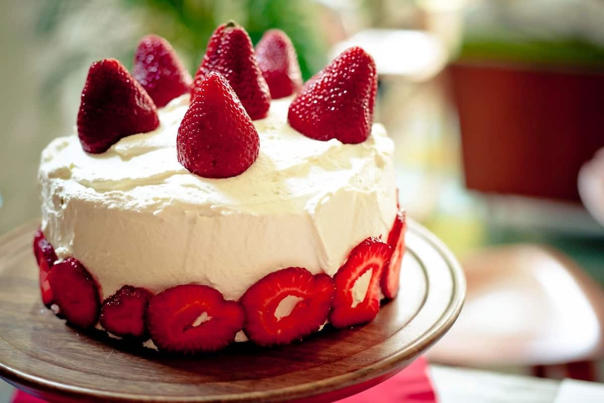 birthday cakes for women with strawberries