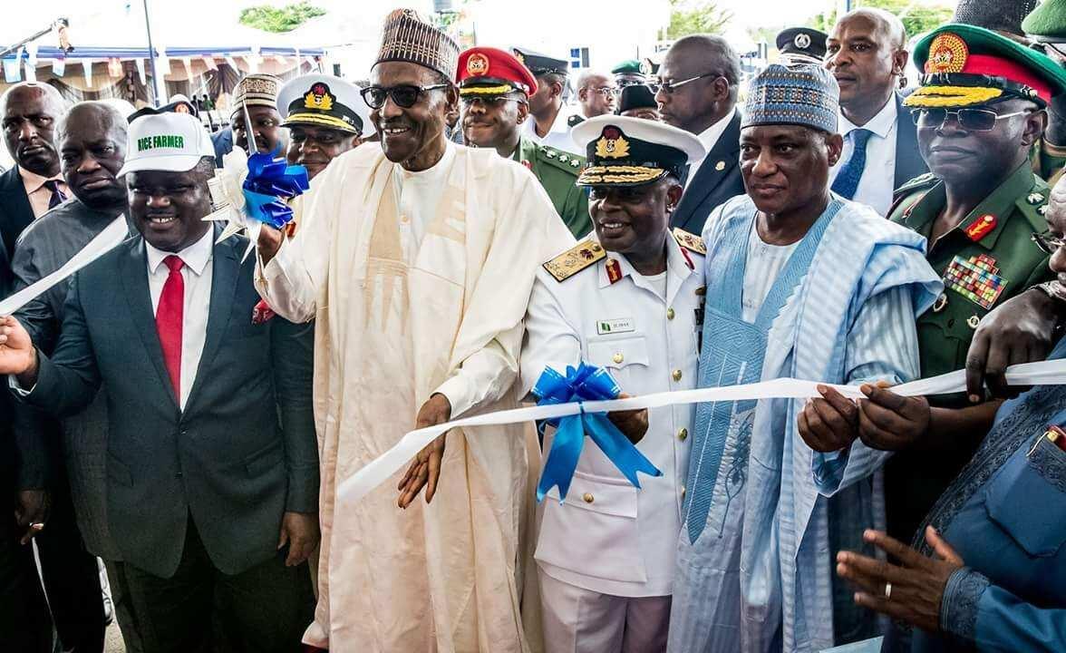 Da dumin sa: Shugaba Buhari ya bude wani katafaren asibiti da rukunin gidaje 100 na sojin sama a Calabar