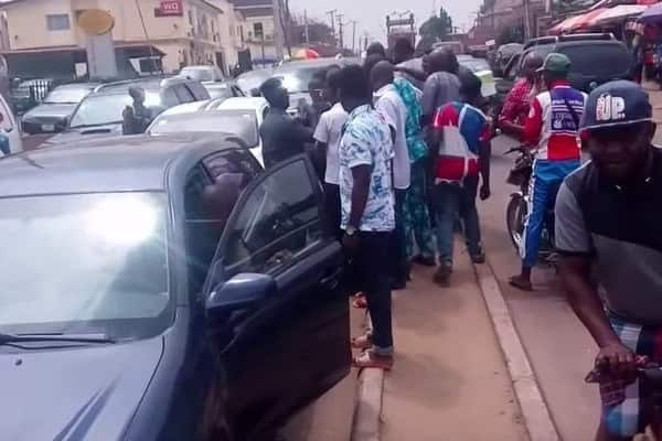 Hilarious moment Nigerians spotted a self-driving car for the first time and mobbed it (Video)