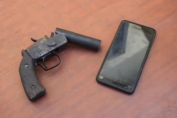 Robbers hijack danfo bus with passengers, abandon gun after hot chase by police