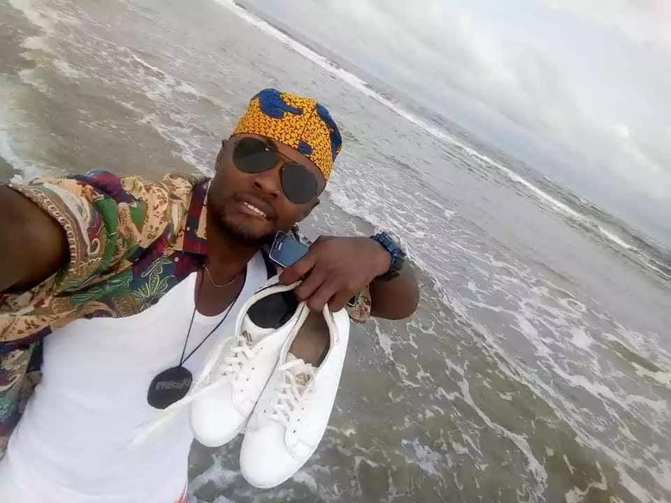 Reactions as choirmaster poses with his female friend on a beach in Akwa Ibom