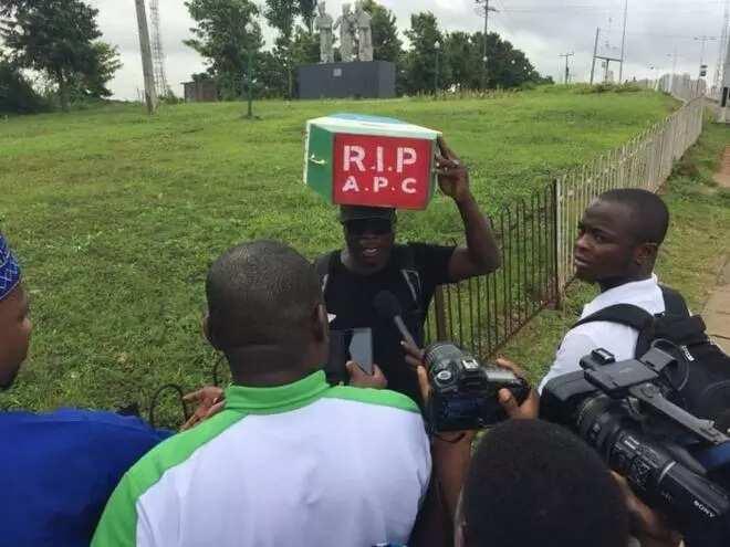 Wani mutum ya fara tattaki daga Legas zuwa Abuja don nuna rashin amincewa da takarar Buhari