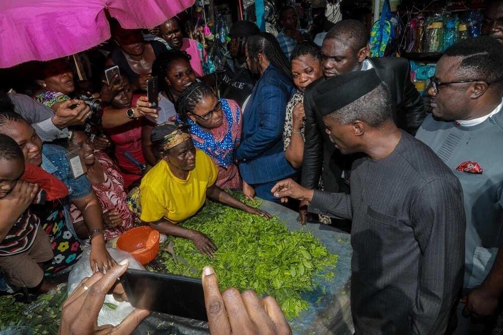 Jubilation as VP Osinbajo berths Trader Moni train in WAT market, Calabar
