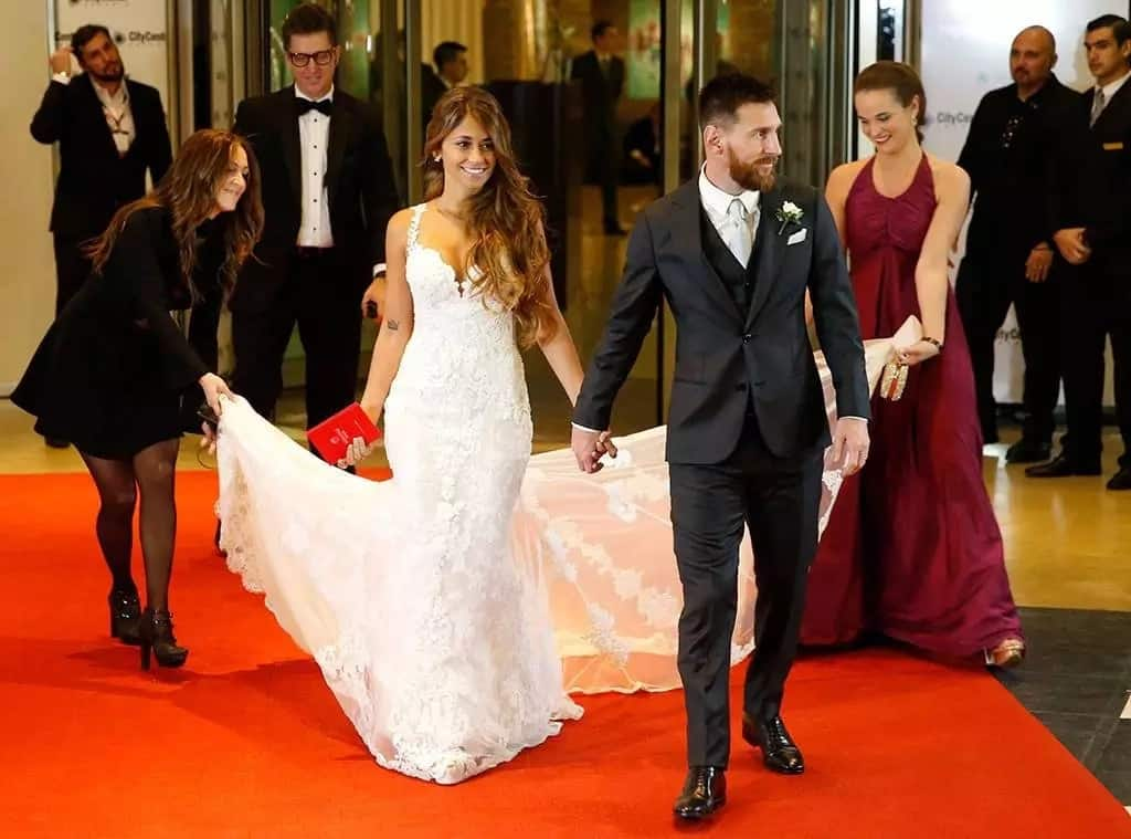 The beautiful bride's dress by the famous Barcelona designer Rosa Clara
