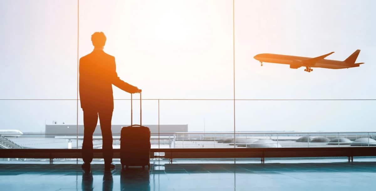 How to travel and work abroad and pay later