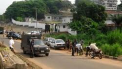 Policeman shot as daredevil robbers attack bullion van in Ondo