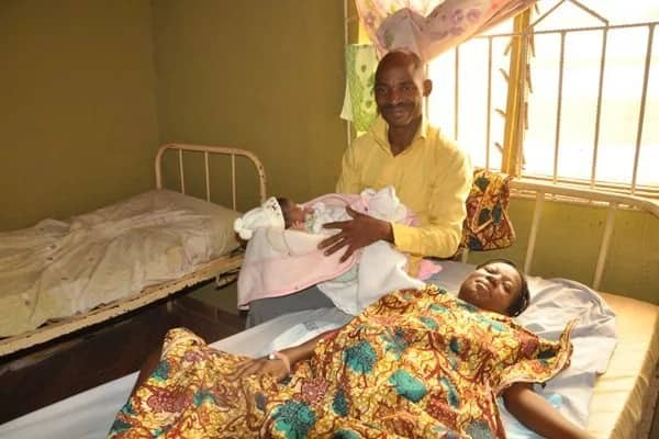 Photo: 33-yr-old woman delivers baby from 4yr-old pregnancy