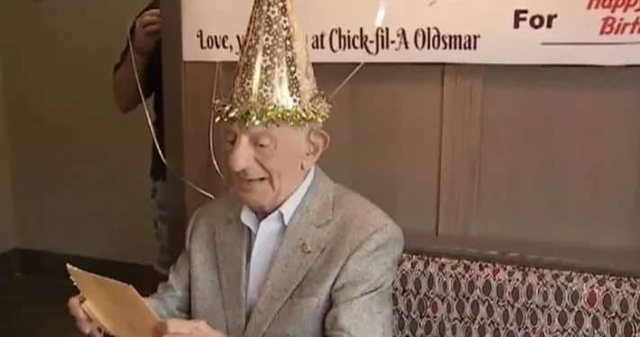Restaurant offers 100-year-old man free food for life