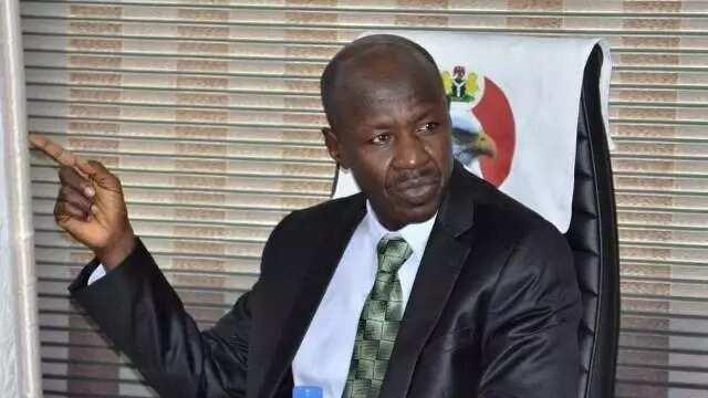 Hukumar EFCC ta gano yadda jami'an Gwamnati ke satar dukiyar al'umma