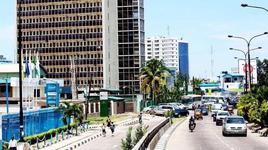 Buhariyya: Wani ya babbaka kansa saboda bakin cikin rayuwa a Legas, yana can rai kwa-kwai