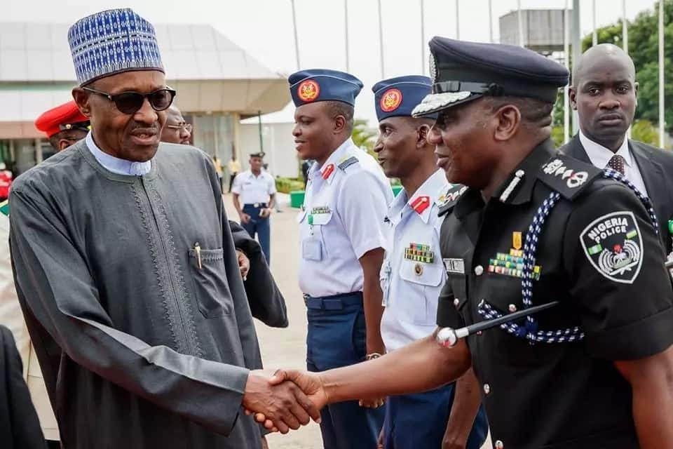 Yanzu-yanzu: Shugaba Buhari ya tafi Ingila ganin likita, kalli hotunan
