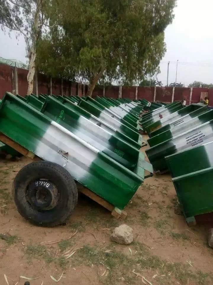 Bauchi state governor empowers youths, farmers with 'brand new wheelbarrows', tractors (photos)