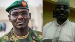 See what the Chief of Army Staff was seen doing with a snake (photo)