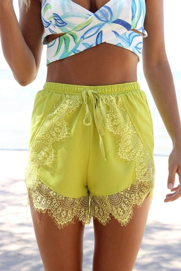 Shorts with French lace