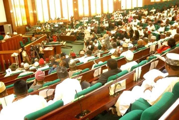 Yanzu-yanzu: Yan majalisa sun shiga ganawar gaggawa da hukumar INEC