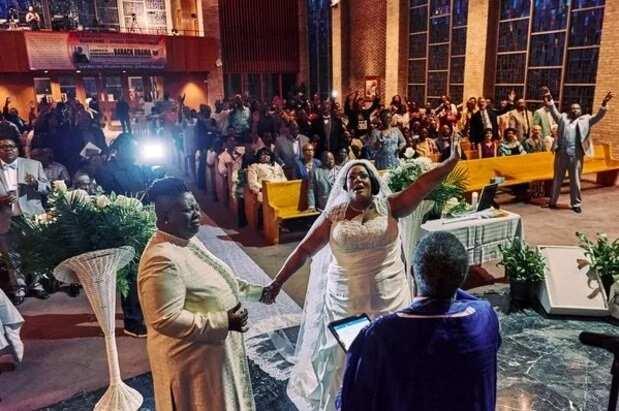 Two female pastors walk down the aisle in US ▷ Legit.ng
