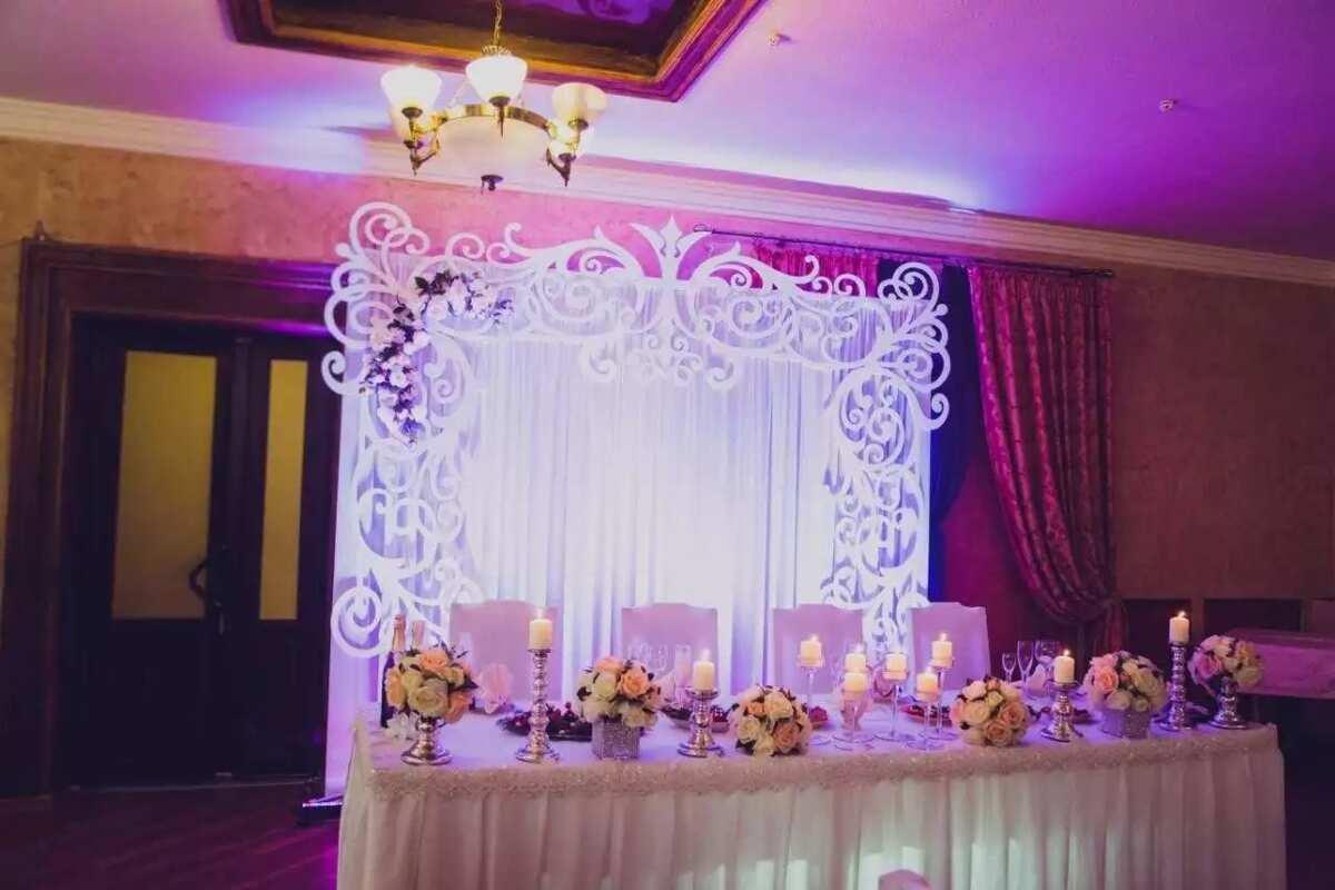 Posh wedding hall decoration idea