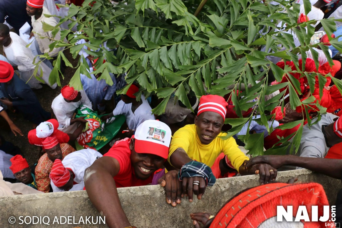 Kwankwaso's supporters struggling to gain entrance into the venue of the declaration. Credit: Sodiq Adelakun