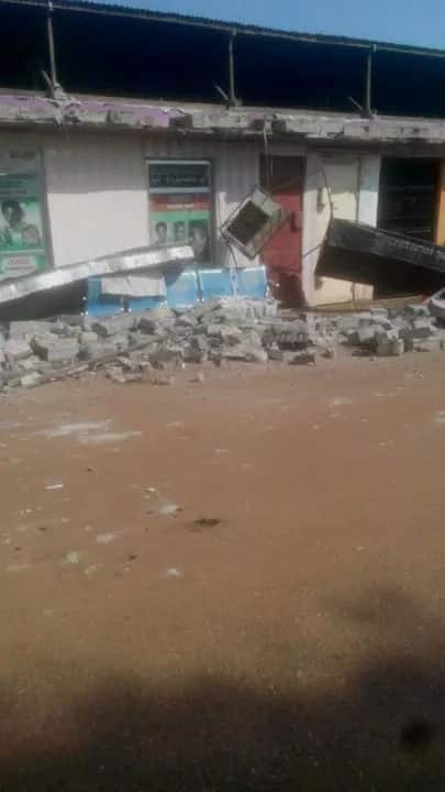 Uganda hits by earthquake