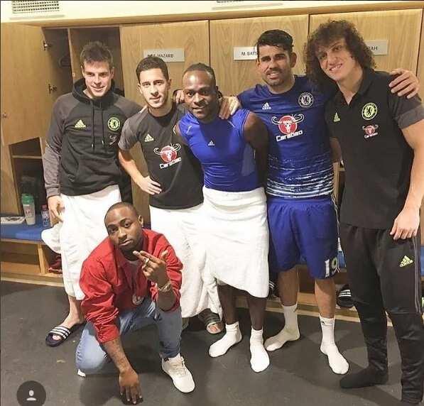 How Chelsea stars humbled Davido in Stamford Bridge (photo)