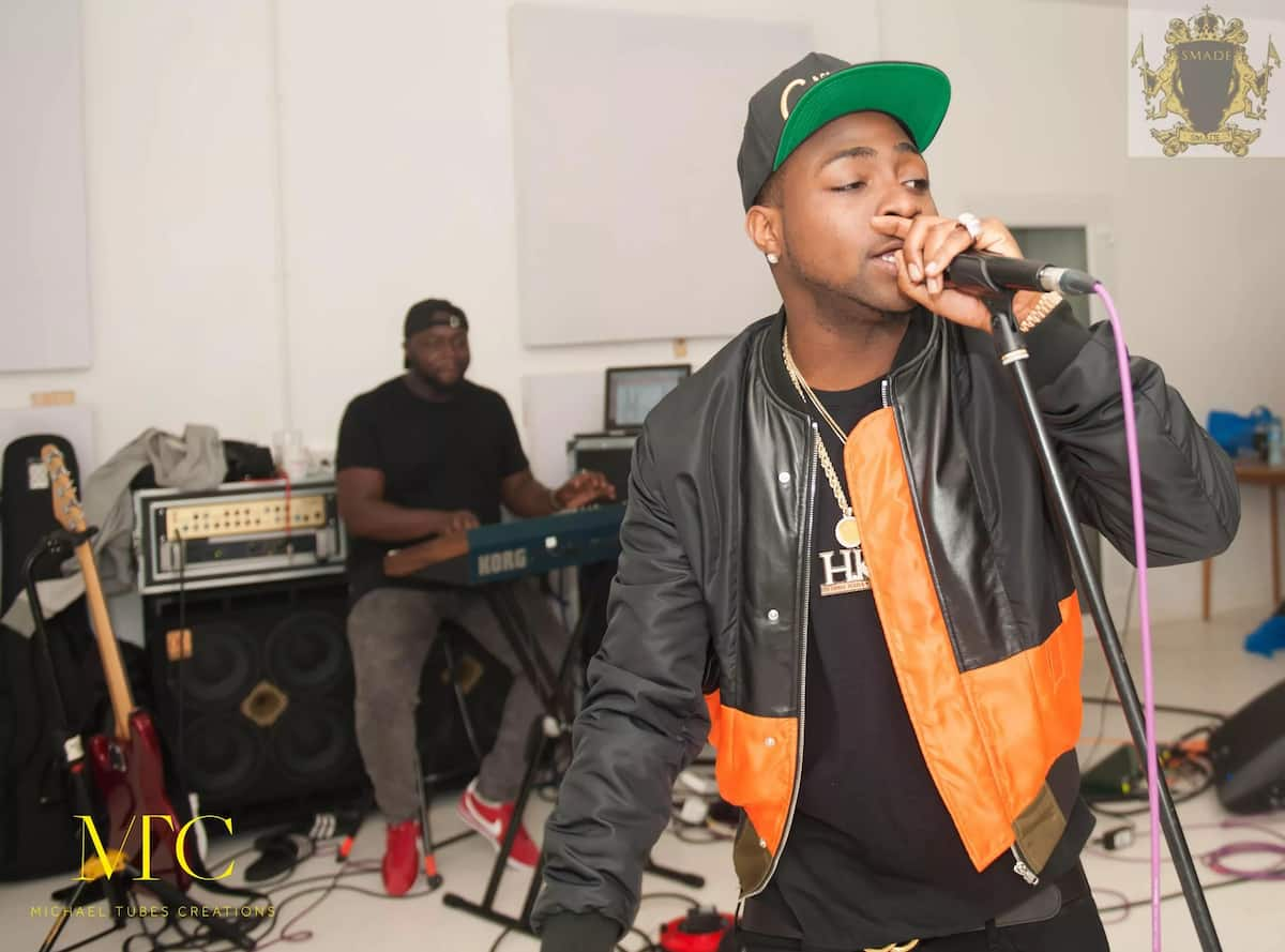Davido loves to do some small concerts in unpublic places