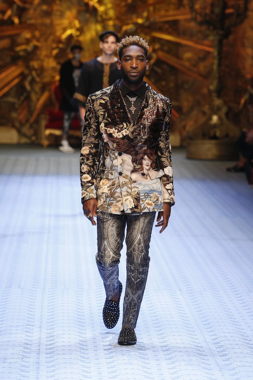 387083bb Wizkid on Dolce and Gabbana runway in Milan ▷ Legit.ng