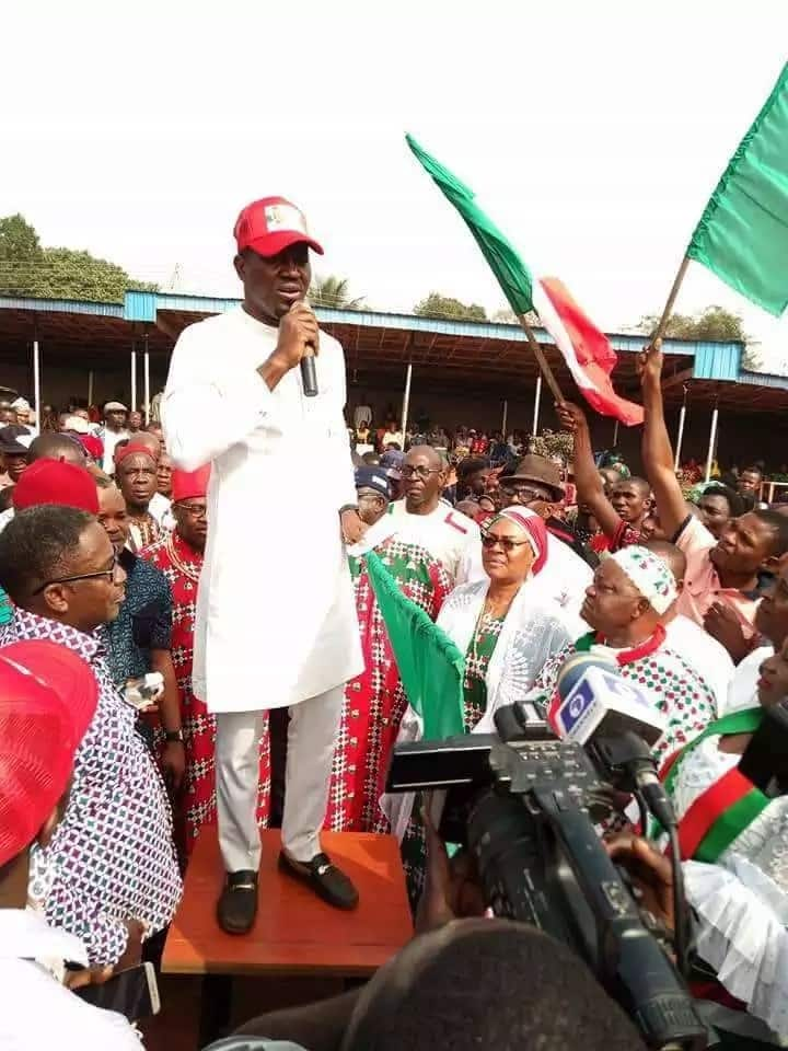 26,318 APC members defect to PDP in Edo state