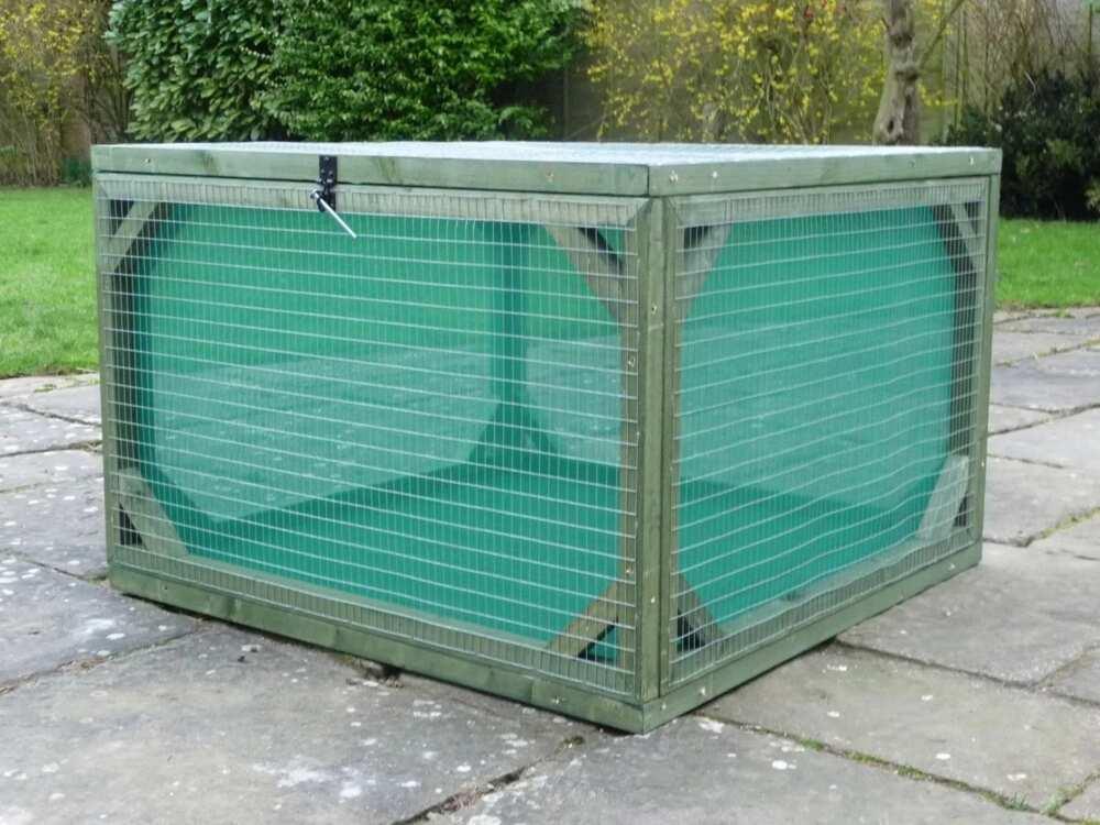 Box for snail farming