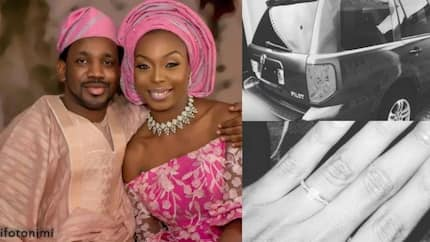 Popular Nigerian musician proposes to his girlfriend with a brand new car (photos)