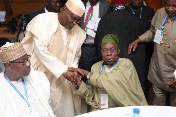 Kar-ta-san-kar: Atiku da Obasanjo sun hadu a Abuja, kalli hotuna