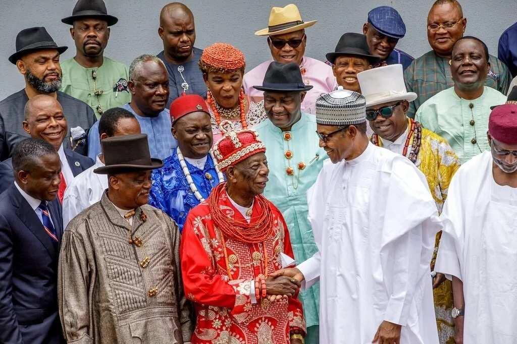 Shubaban kasa Buhari tare da shuwagabannin yankin Ogoni jim kadan bayan ganawarsu a Abuja